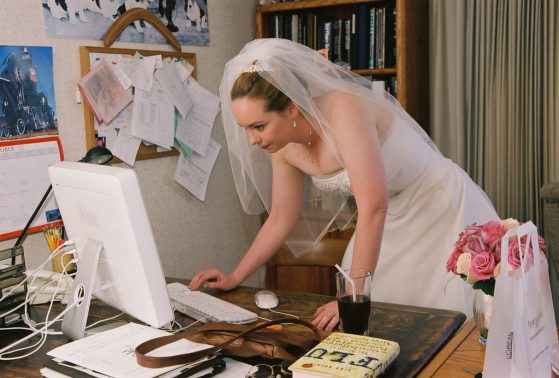 Bride looking to choose perfect wedding band online